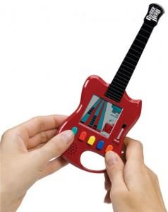 Controlle în formă de chitară utilizat de Guitar Hero
